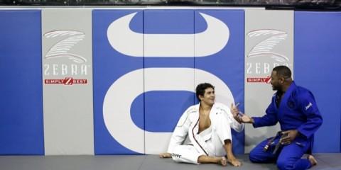 Rashad-Evans-com-a-faixa-preta-de-Jiu-Jitsu-e-o-amigo-Danillo-Indio-Foto-Ryan-Loco-Divulgacao